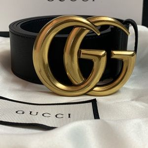 Woman's black leather Gold buckle (point belt)